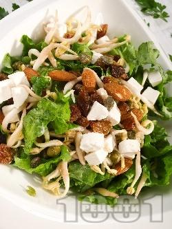 Зелена салата със спанак, кълнове, ядки и стафиди - снимка на рецептата